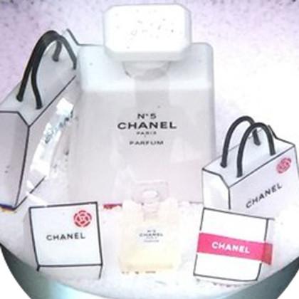 Chanel Schneekugel