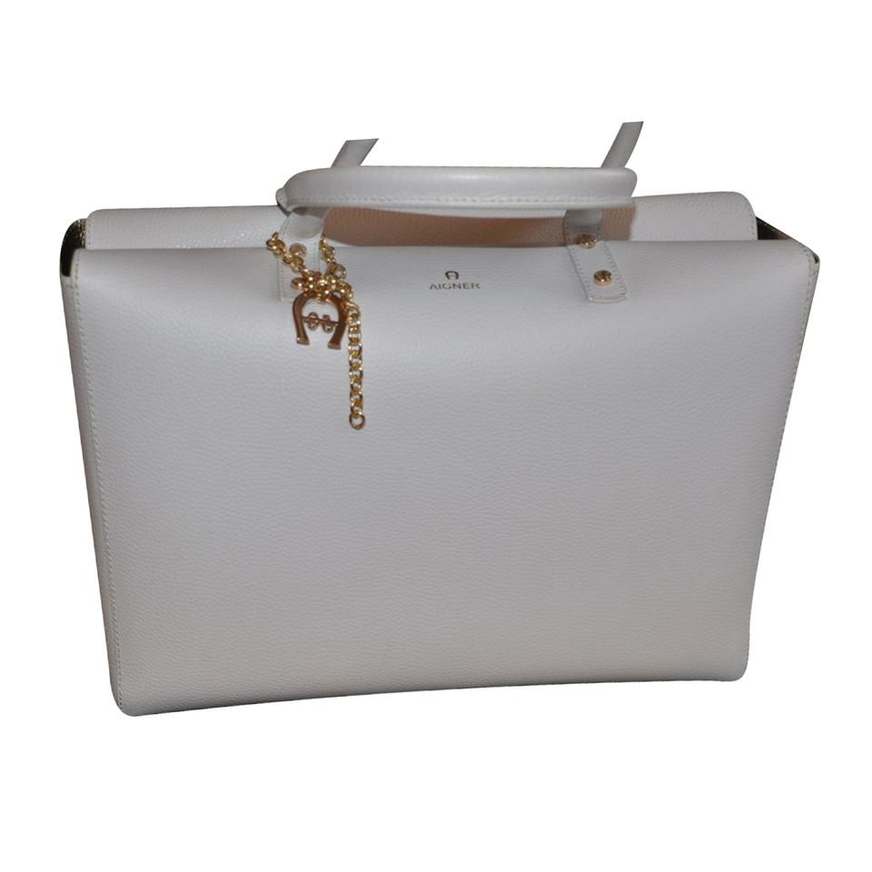aigner tasche second hand aigner tasche gebraucht kaufen f r 390 00 1929727. Black Bedroom Furniture Sets. Home Design Ideas
