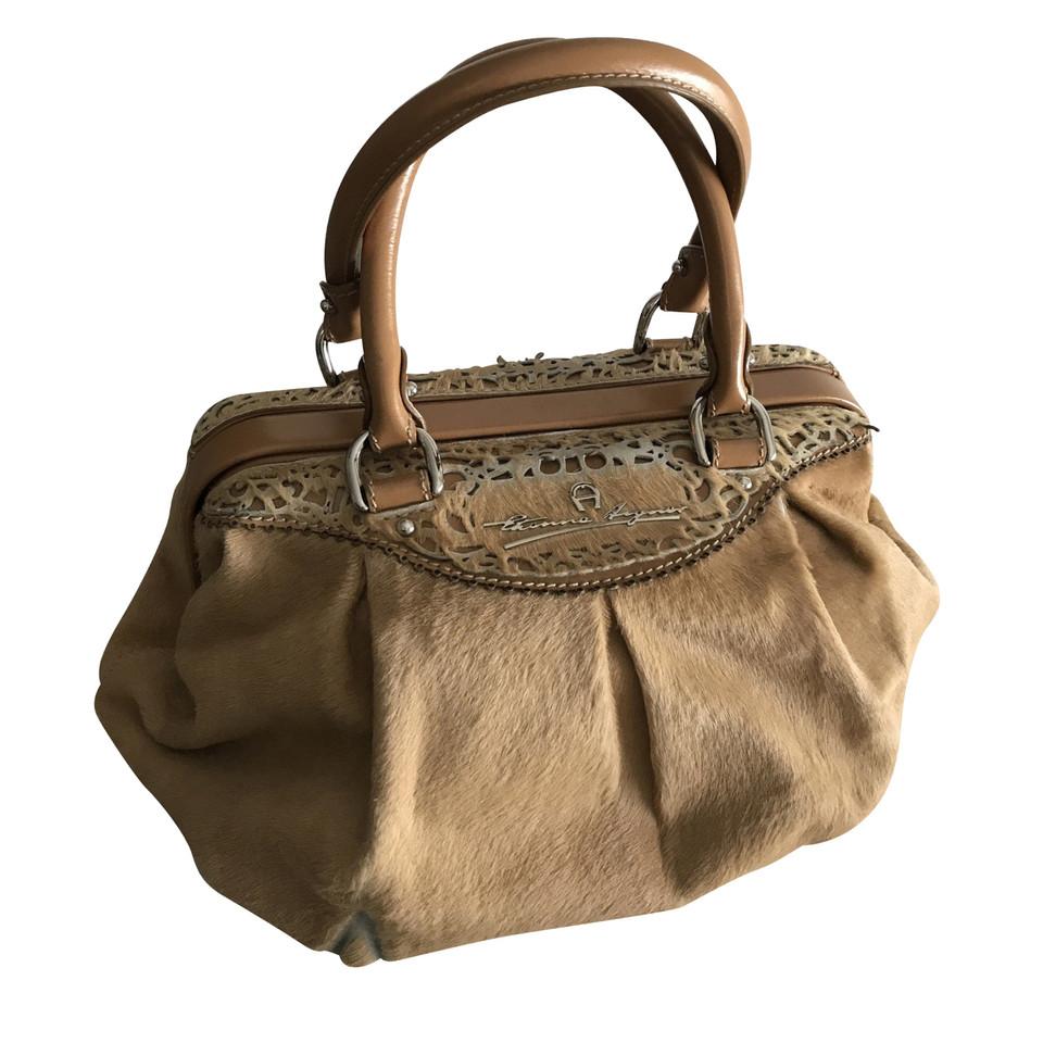 aigner handtasche second hand aigner handtasche gebraucht kaufen f r 200 00 1954761. Black Bedroom Furniture Sets. Home Design Ideas