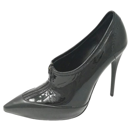 Burberry pumps in patent leather