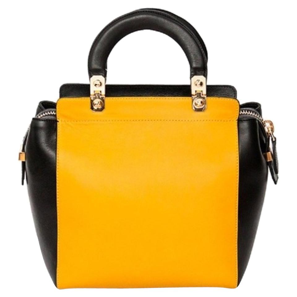givenchy handtasche second hand givenchy handtasche gebraucht kaufen f r 665 00 2476137. Black Bedroom Furniture Sets. Home Design Ideas