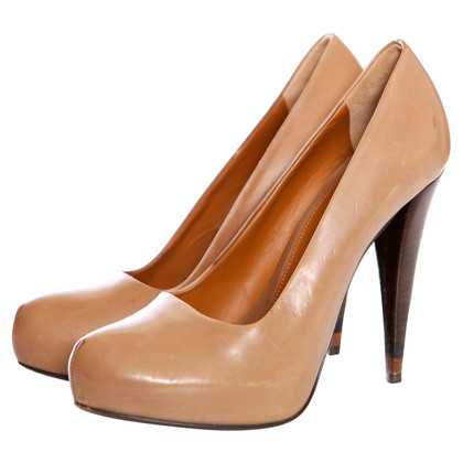 Fendi pumps in light brown