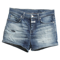 Closed Shorts in blue