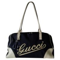 Gucci Schultertasche mit Schriftzug