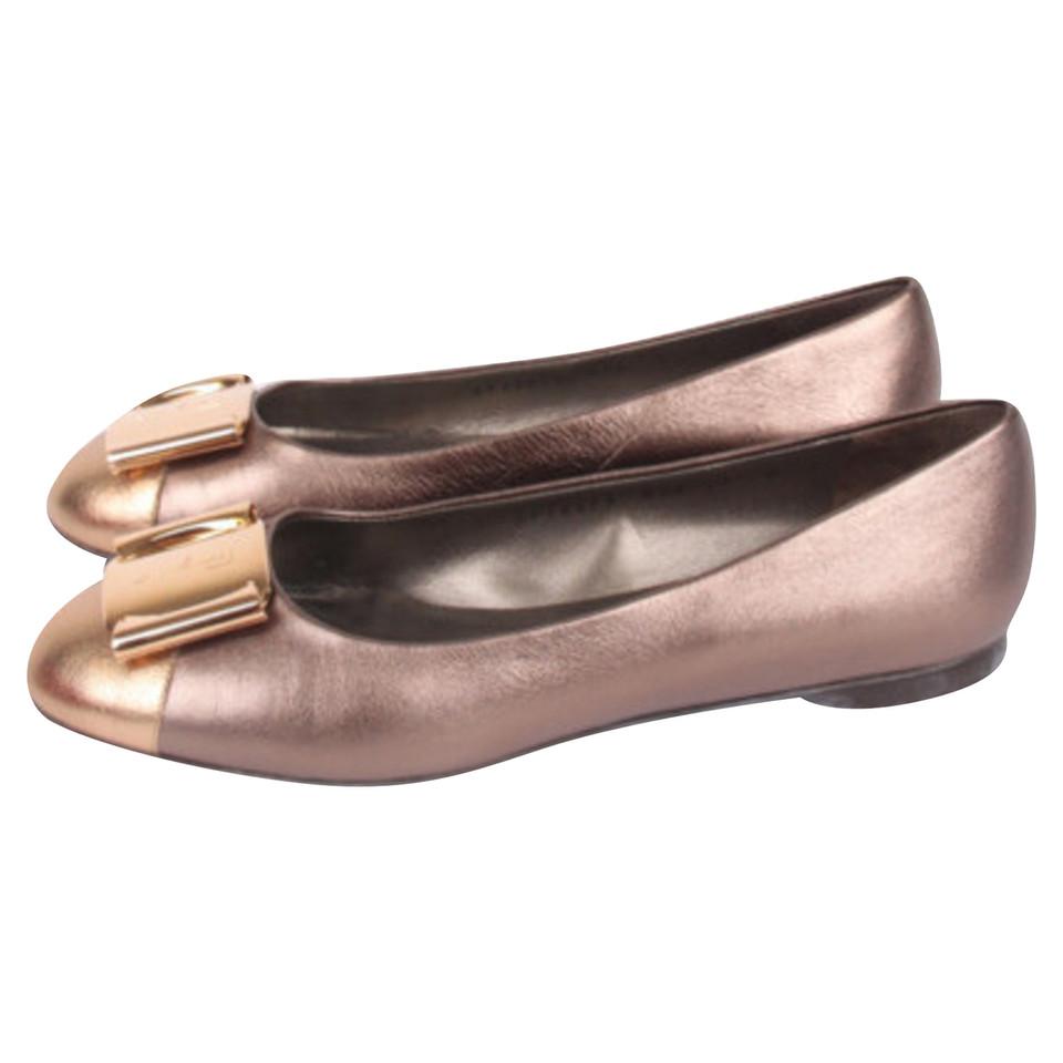salvatore ferragamo ballerinas in bronze second hand salvatore ferragamo ballerinas in bronze. Black Bedroom Furniture Sets. Home Design Ideas