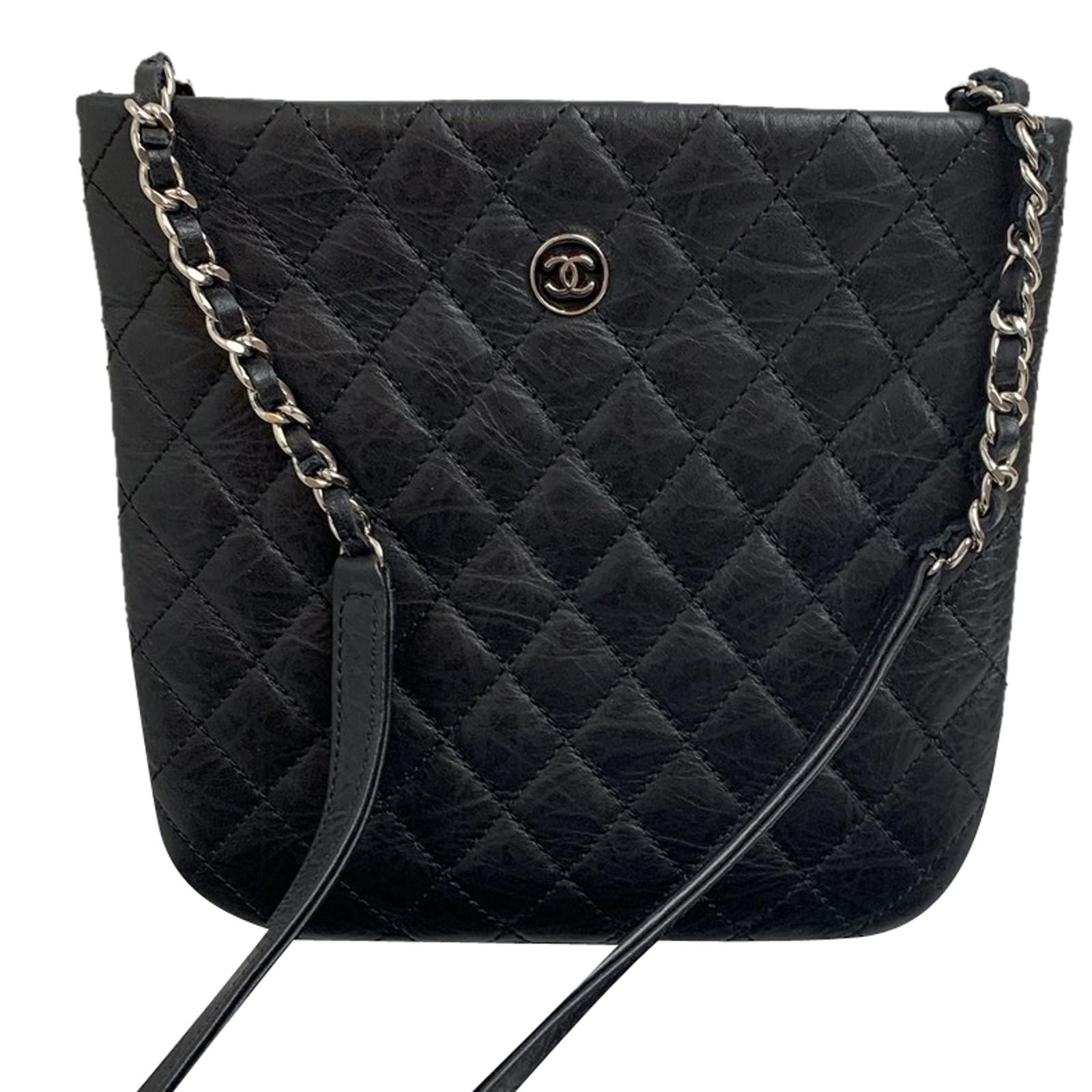 design senza tempo 679d2 87f4c Chanel Borsa a tracolla in Pelle in Nero - Second hand Chanel ...
