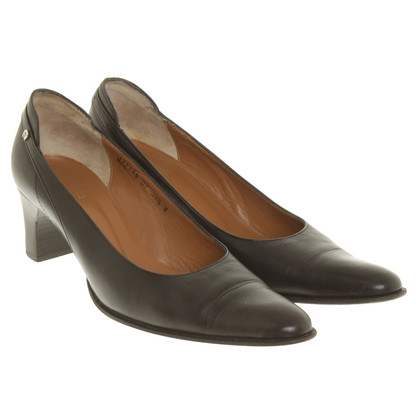 Aigner pumps in black
