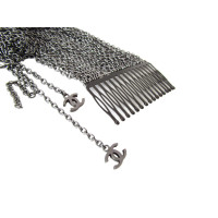 Chanel CHANEL comb with dangling chain = Couture extensions with CC logos