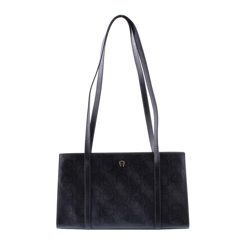 aigner nachtblaue handtasche second hand aigner nachtblaue handtasche gebraucht kaufen f r 50. Black Bedroom Furniture Sets. Home Design Ideas