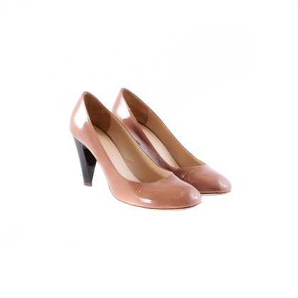 Navyboot Nudefarbenem patent leather pumps