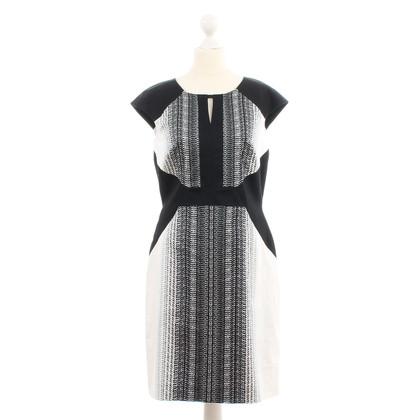 Tahari Kleid in Schwarz-Weiß