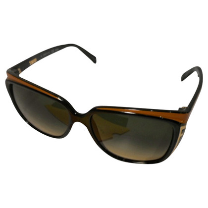 Fendi Sunglasses swinging with beige stepped edge