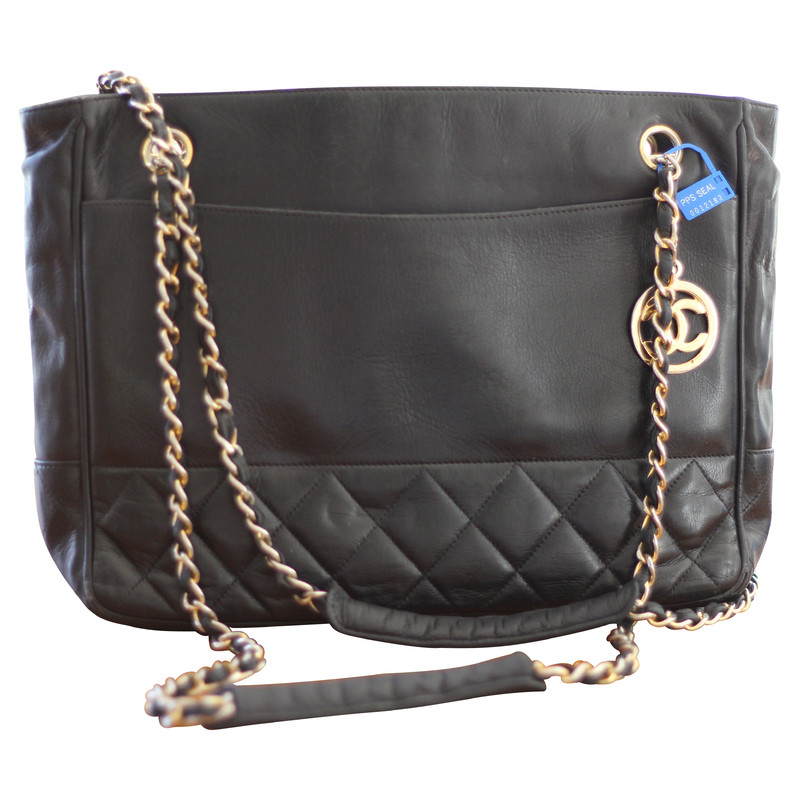 chanel schwarze tasche mit kette second hand chanel schwarze tasche mit kette gebraucht kaufen. Black Bedroom Furniture Sets. Home Design Ideas