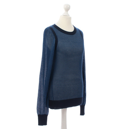 Closed Sweater with mesh design