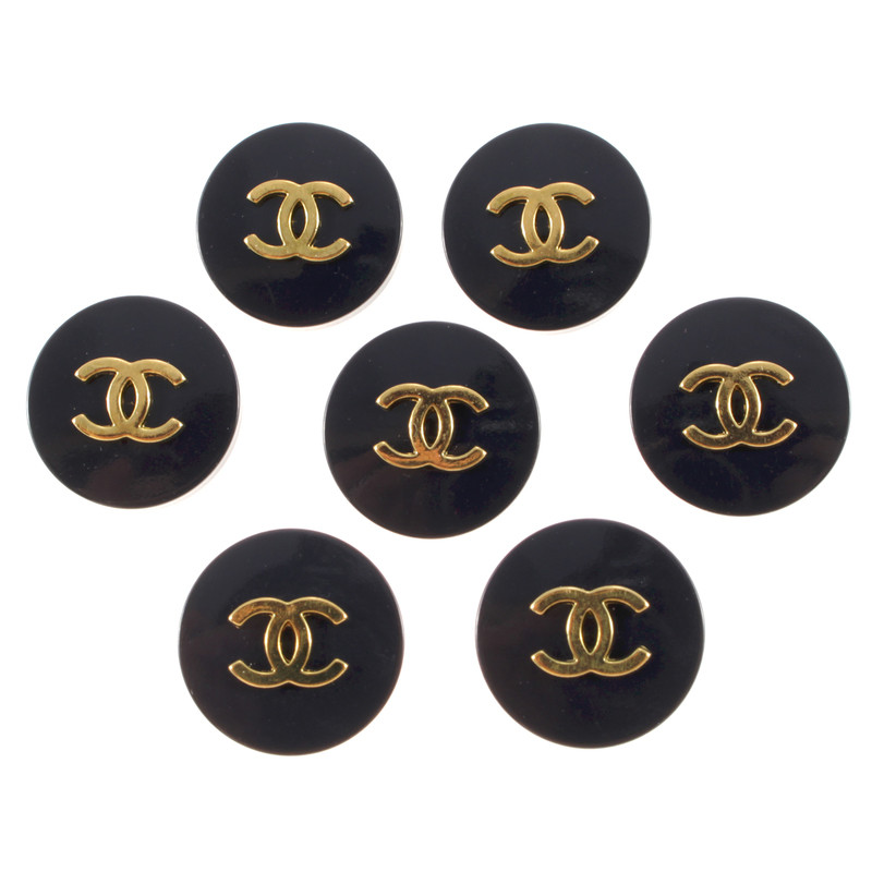 chanel kn pfe mit cc logo second hand chanel kn pfe mit cc logo gebraucht kaufen f r 99 00. Black Bedroom Furniture Sets. Home Design Ideas