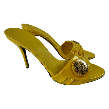 Gucci Stilettos with emblem