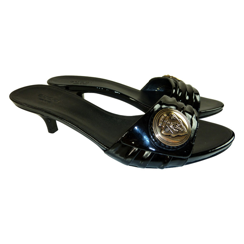 Gucci Black sandal with decoration