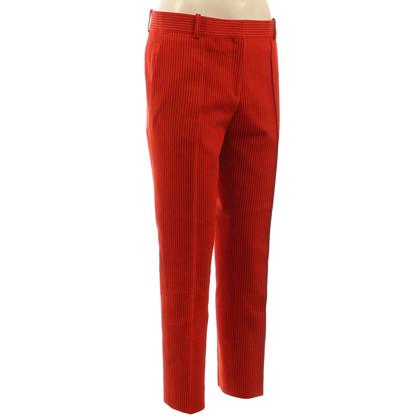 Céline Pantaloni a sigaretta in rosso