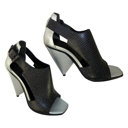 Balenciaga Tweekleurige Open-teen-pumps
