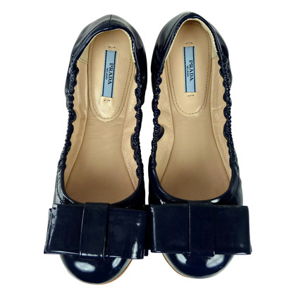 Prada Lackleder Ballerinas in Dunkelblau
