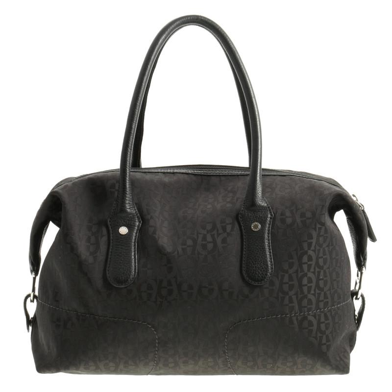 aigner schwarze henkeltasche second hand aigner schwarze henkeltasche gebraucht kaufen f r 90. Black Bedroom Furniture Sets. Home Design Ideas