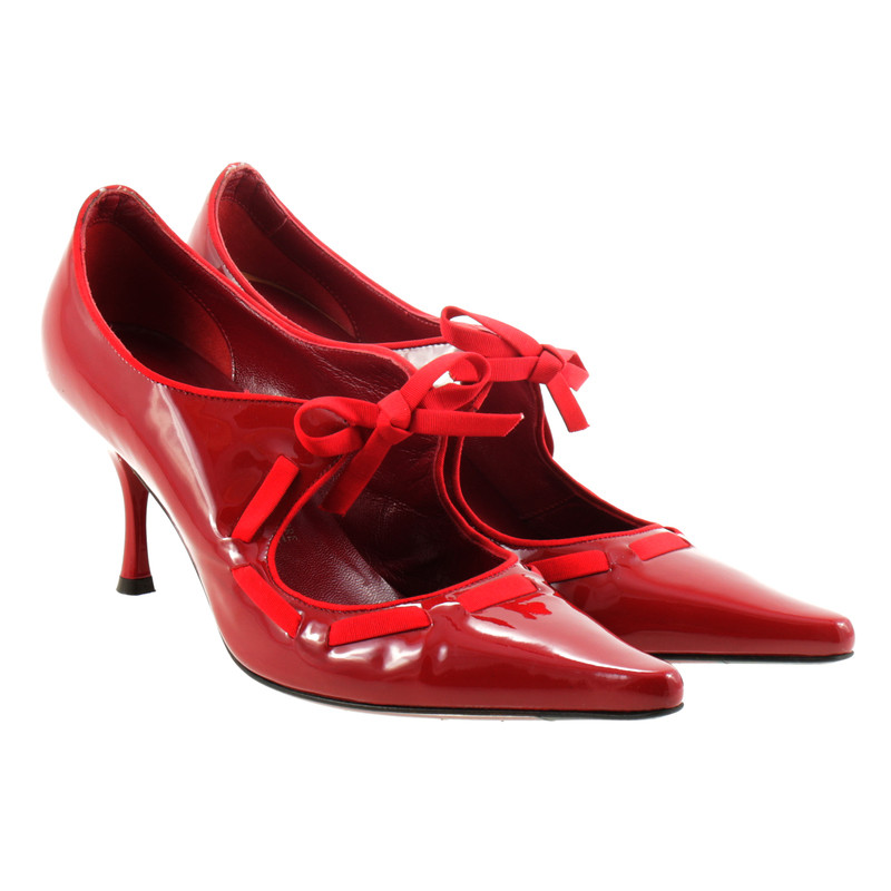 salvatore ferragamo rote pumps aus lackleder second hand salvatore ferragamo rote pumps aus. Black Bedroom Furniture Sets. Home Design Ideas