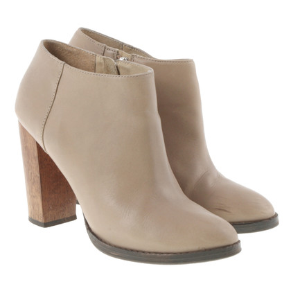 Elizabeth & James Ankle boots in Taupe