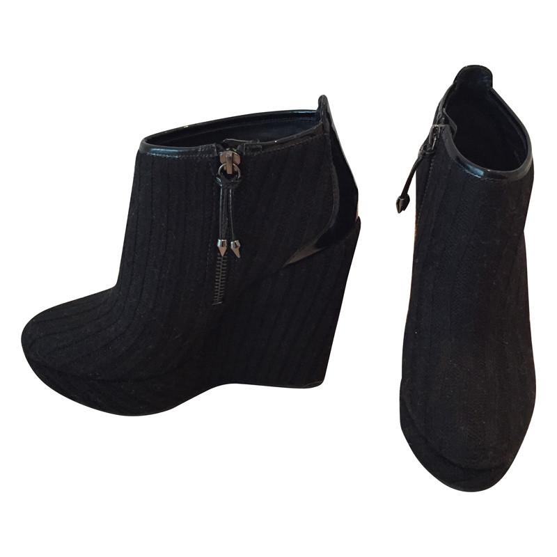 pierre balmain ankle boots mit wedge absatz second hand. Black Bedroom Furniture Sets. Home Design Ideas