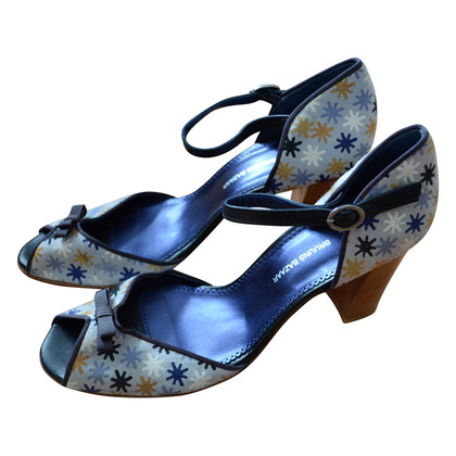 Bruuns Bazaar Strap pumps with pattern