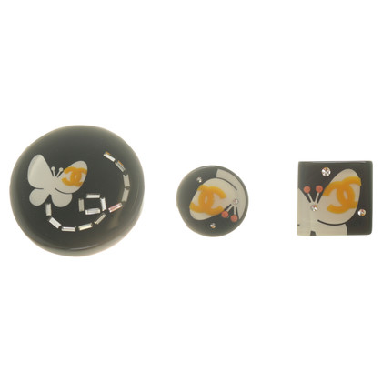 Chanel Drie badges