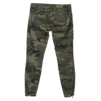 Elizabeth & James Jeans in the camouflage look