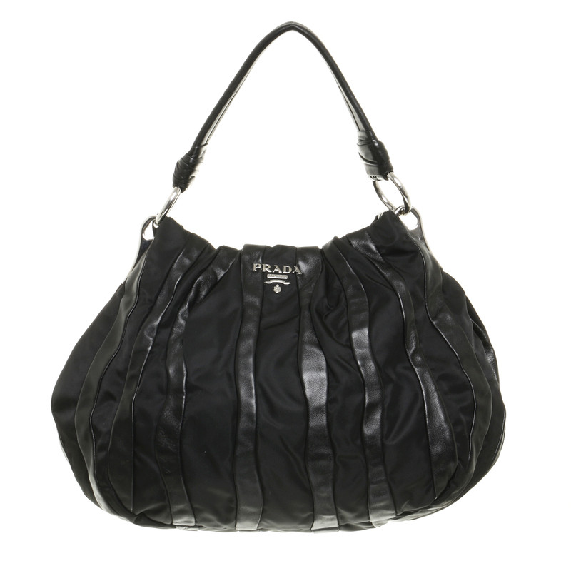 prada hobo bag in schwarz second hand prada hobo bag in schwarz gebraucht kaufen f r 598 00. Black Bedroom Furniture Sets. Home Design Ideas