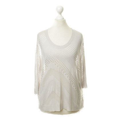 Iro top with lace pattern