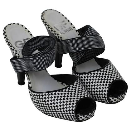 Ferre Peeptoe sandalen in zwart-wit