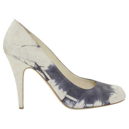 Miu Miu pumps in batik look