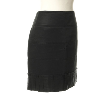 Reiss Black skirt with pleats detail