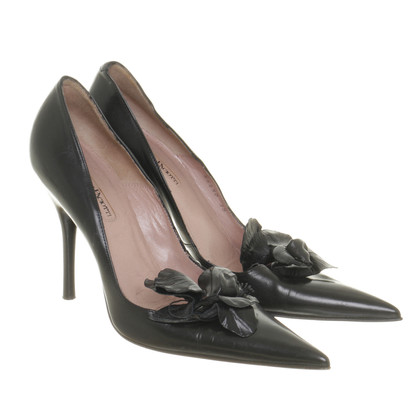 Cesare Paciotti Pumps with flowers application