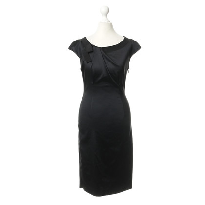 Philosophy di Alberta Ferretti Black dress with grinding detail