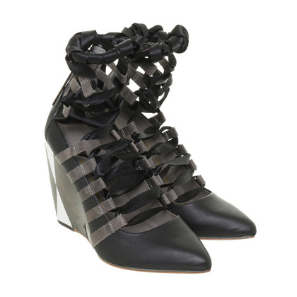 Finsk Wedges with lacing