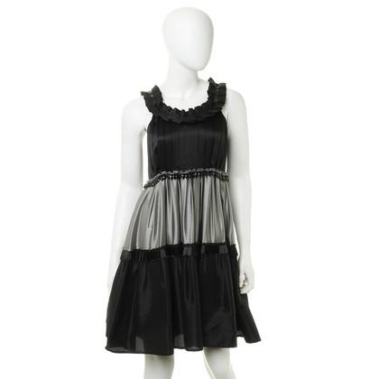 Moschino Cheap and Chic zijden jurk met zwarte broderie