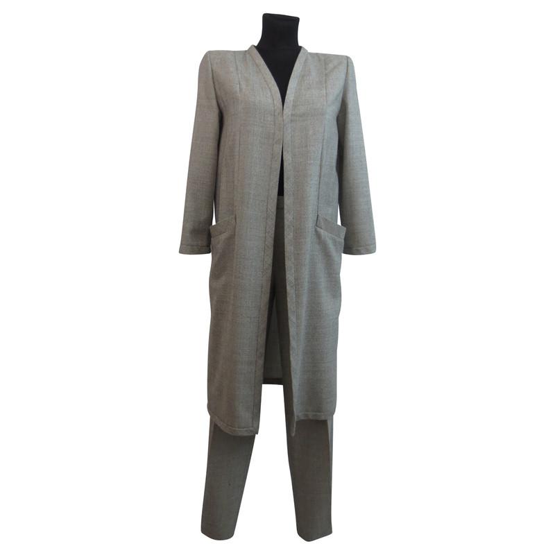 valentino grauer hosenanzug mit mantel second hand valentino grauer hosenanzug mit mantel. Black Bedroom Furniture Sets. Home Design Ideas