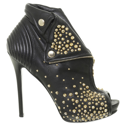 Alexander McQueen Black booties with studs