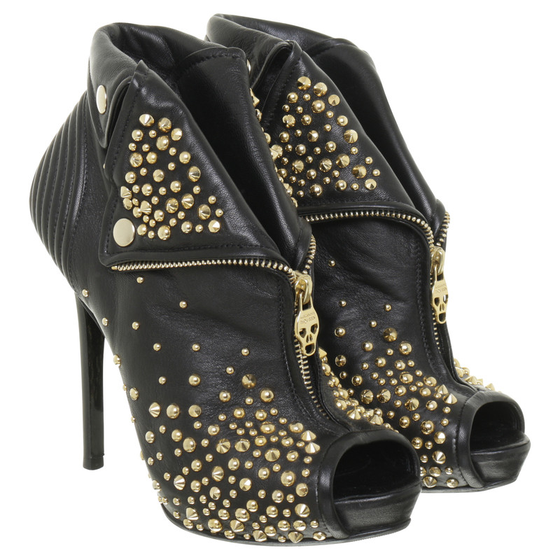 Alexander McQueen Black booties with studs