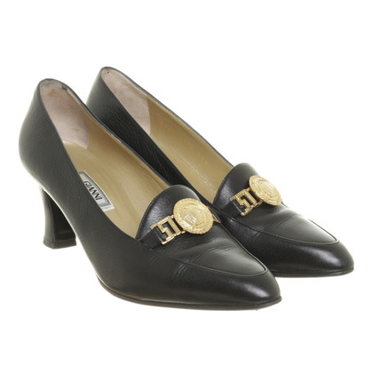 Gianni Versace pumps logo verfraaid