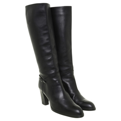 Tod's Black boots with heels