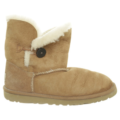 "Ugg ""Bailey Button"" in Beige"