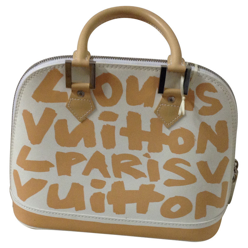 Louis Vuitton Handbag in white