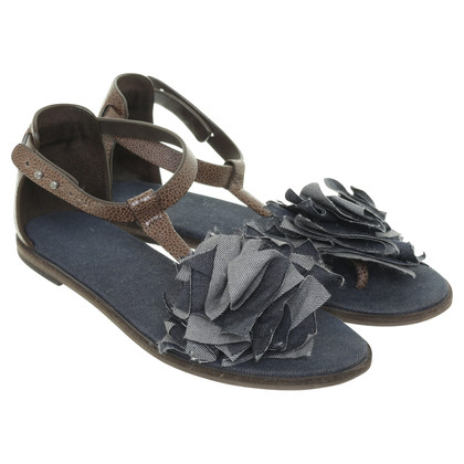 Brunello Cucinelli Sandalen met stof bloem