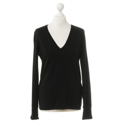 Burberry Cashmere sweater in black