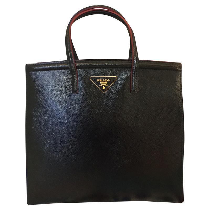 prada schwarze tasche second hand prada schwarze tasche gebraucht kaufen f r 230360. Black Bedroom Furniture Sets. Home Design Ideas